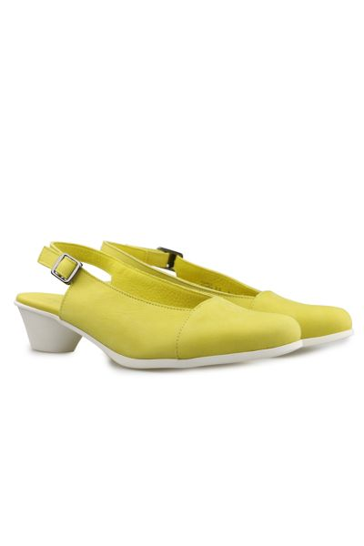 Cynine Sandal By Arche In Lime
