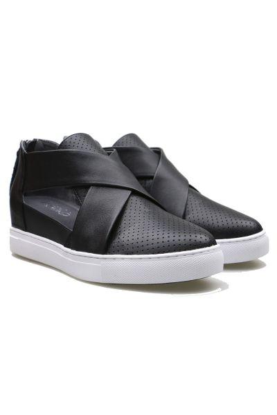 Hinako Fitzroy Sneaker In Black
