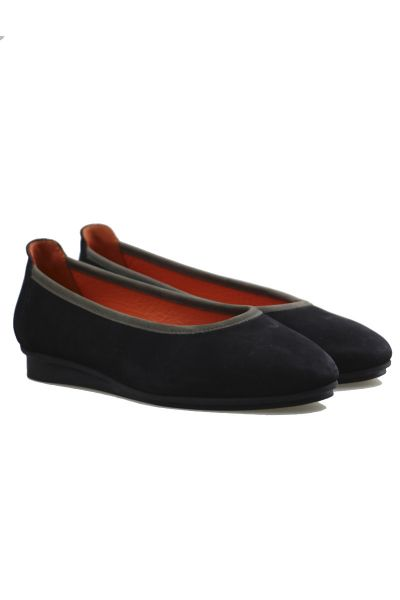 Arche Ninosk Flat In Black