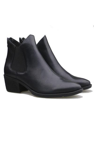 Layden Boots By Django & Juliette In Black