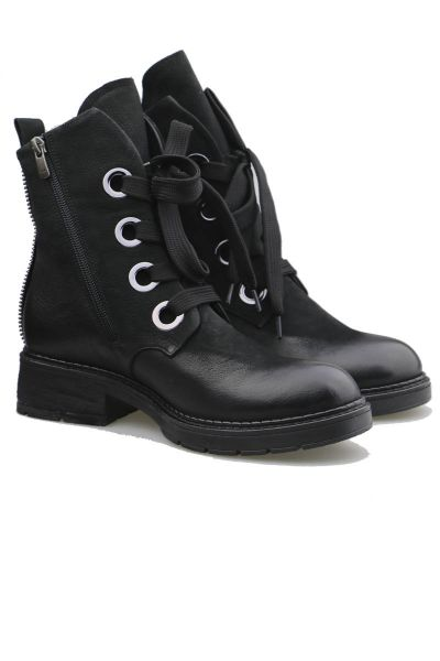 Eyelet Boot By Neo